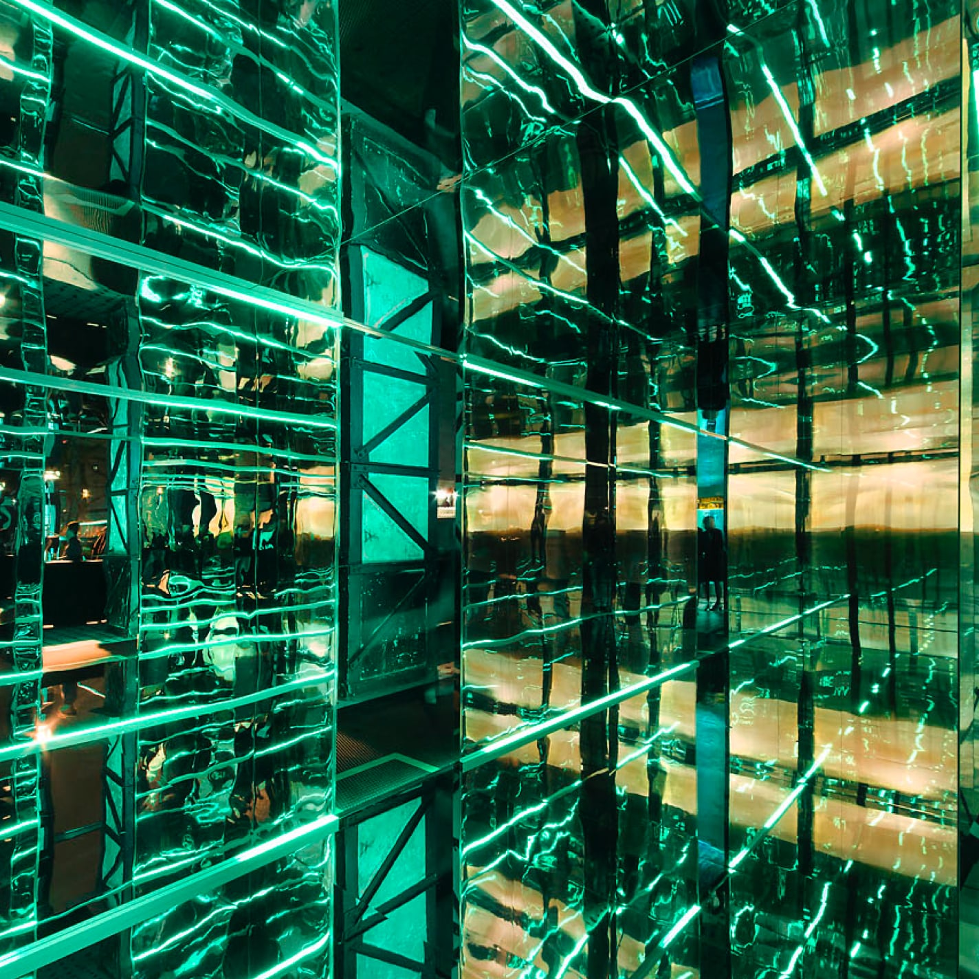 Kenza creation launch of Hewlett-Packard Enterprise EMEA immersive brand and customer experience in space infinity room 1