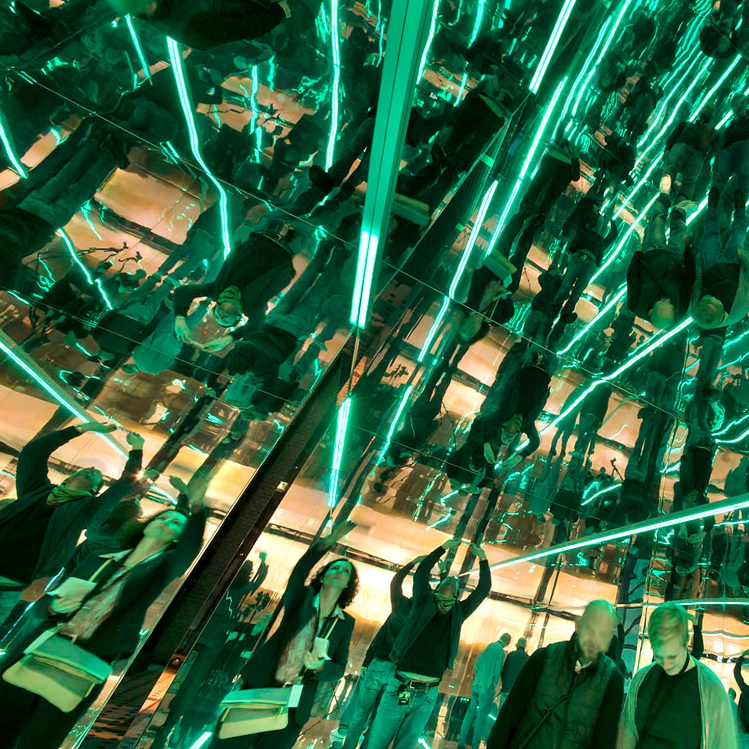 Kenza creation launch of Hewlett-Packard Enterprise EMEA immersive brand and customer experience in space infinity room 2